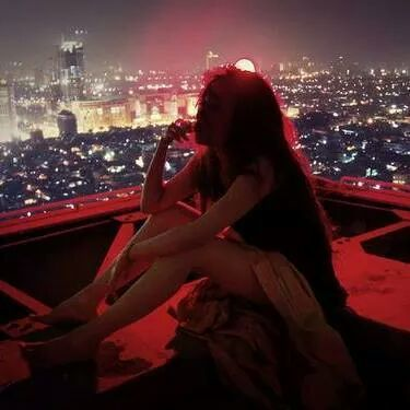girl thinking with city skyline behind her for This will pass #saturdaysoul