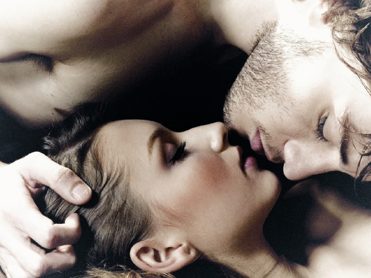 Our moment in time man and woman laying together and kissing saturdaysoul.com blog